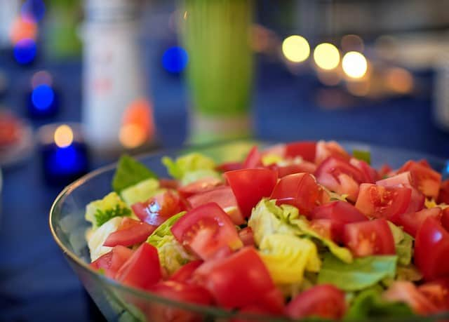 salad - ways to make healthier choices when eating out
