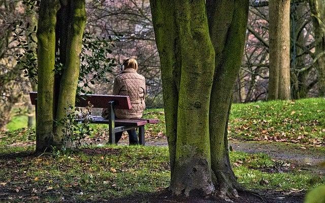introvert extravert - girl on bench