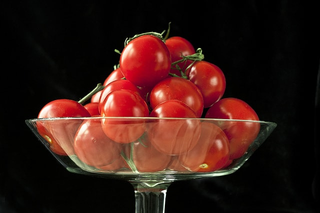 foods to buy organic - tomatoes in bowl